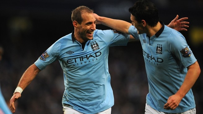 Zabaleta salva il Man City, lo United cala il poker
